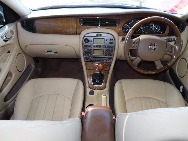 JAGUAR X-TYPE LE X400 LE Sedan 4dr Auto 5sp 2.1i [MY06]