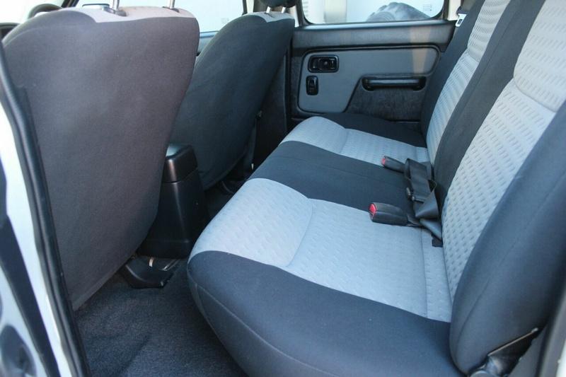 NISSAN NAVARA ST-R D22 ST-R Utility Dual Cab 4dr Man 5sp 4x4 2.5DT [MY09]
