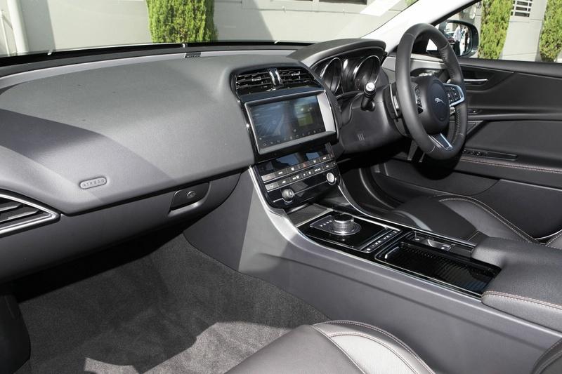 JAGUAR XE 20d X760 20d Prestige Sedan 4dr Spts Auto 8sp 2.0DT [MY19]