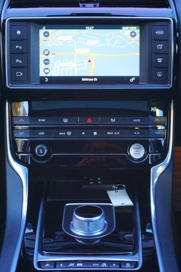 JAGUAR XE 25t R-SPORT X760 25t R-Sport Sedan 4dr Spts Auto 8sp 2.0T [MY16]