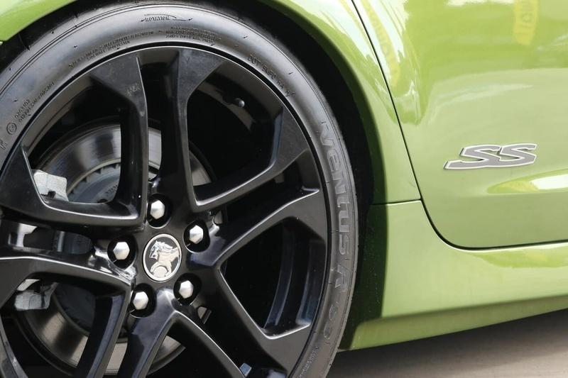 HOLDEN COMMODORE SS V VF SS V Redline Sportwagon 5dr Spts Auto 6sp 6.0i [MY15]