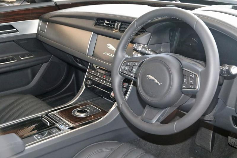JAGUAR XF 25t X260 25t Portfolio Sedan 4dr Spts Auto 8sp 2.0T [MY17]