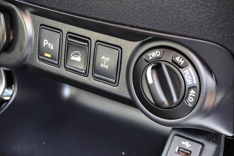NISSAN NAVARA ST-X D23 Series 2 ST-X Utility Dual Cab 4dr Spts Auto 7sp 4x4 2.3DTT [Sep]