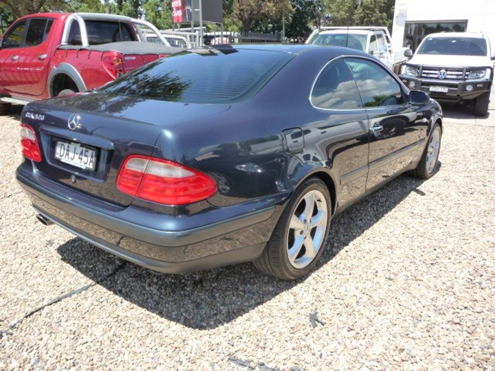MERCEDES-BENZ CLK320