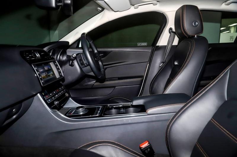 JAGUAR XE 25t X760 25t Prestige Sedan 4dr Spts Auto 8sp 2.0T [MY17]