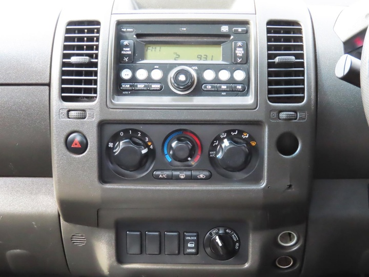 NISSAN NAVARA RX D40 RX Utility Dual Cab 4dr Man 6sp 4x4 2.5DT