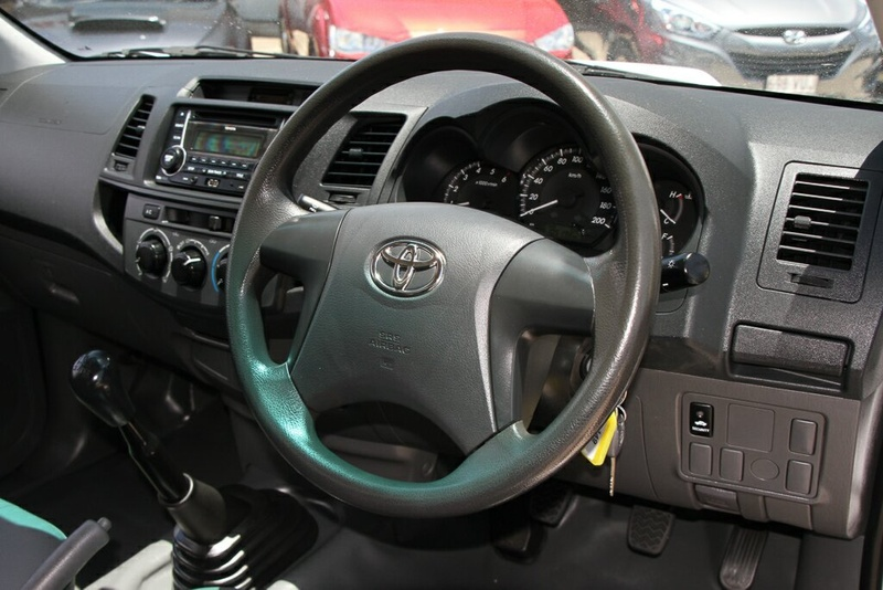 TOYOTA HILUX Workmate KUN16R Workmate Cab Chassis Single Cab 2dr Man 5sp 4x2 3.0DT [MY12]