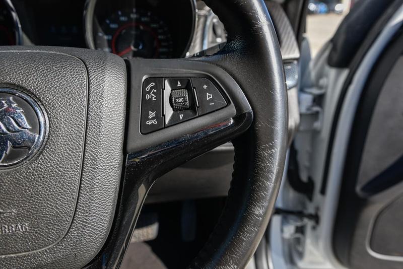 HOLDEN COMMODORE SV6 VF Series II SV6 Sedan 4dr Spts Auto 6sp 3.6i [MY16]