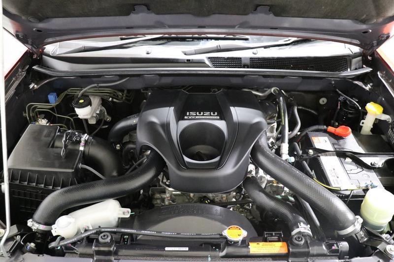 ISUZU D-MAX LS-Terrain LS-Terrain Utility Crew Cab 4dr Spts Auto 5sp 4x4 3.0DT [MY15]