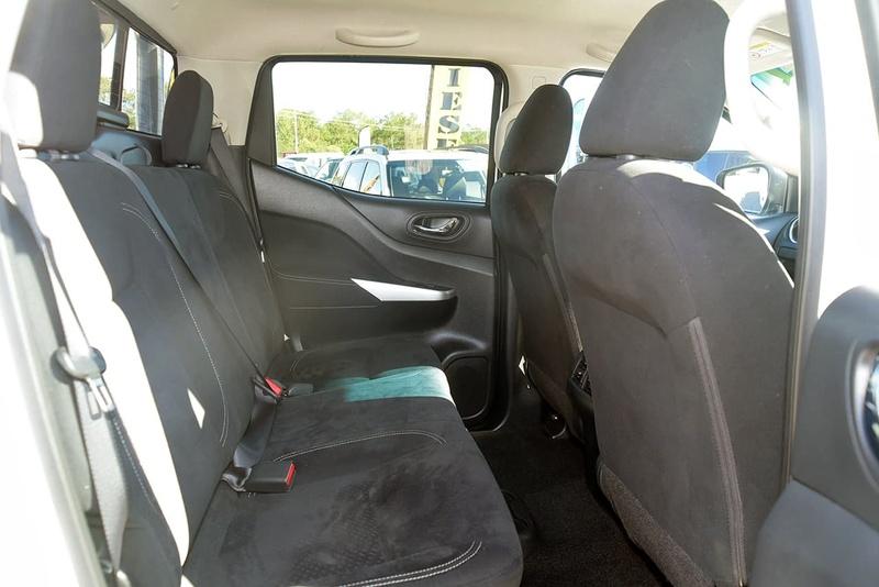 NISSAN NAVARA ST D23 ST Utility Dual Cab 4dr Spts Auto 7sp 4x4 2.3DTT [Mar]
