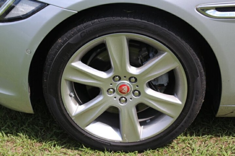 JAGUAR XE 20d X760 20d Prestige Sedan 4dr Spts Auto 8sp 2.0DT [MY16]