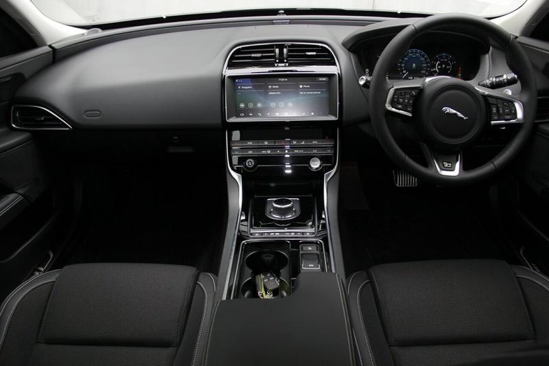 JAGUAR XE 20t X760 20t R-Sport Sedan 4dr Spts Auto 8sp 2.0T [MY19]