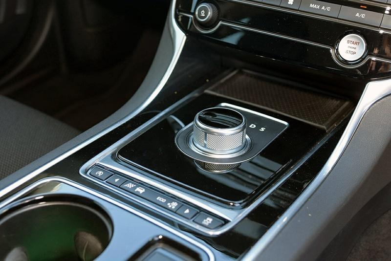 JAGUAR XE 20t X760 20t R-Sport Sedan 4dr Spts Auto 8sp 2.0T [MY16]