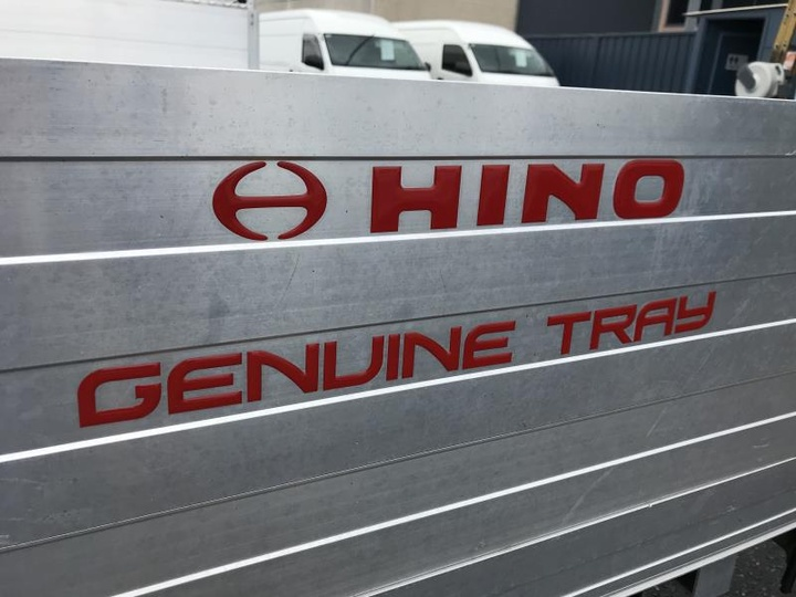 HINO 300