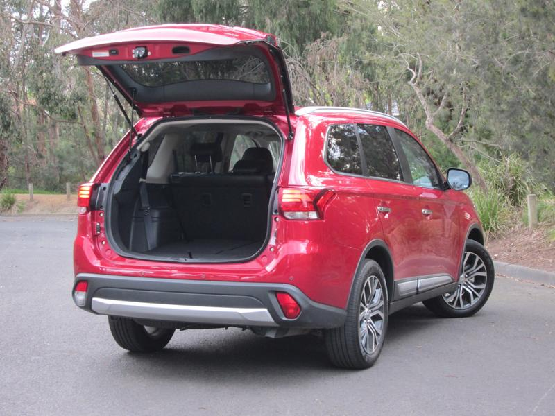 2016 Mitsubishi Outlander Exceed DiD Review - Seven Seats And
