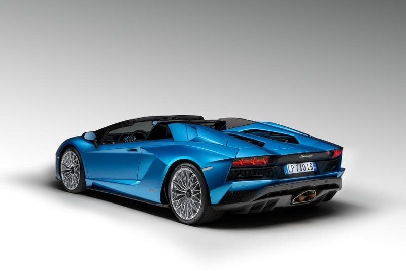 0 Lamborghini Aventador