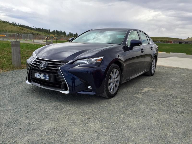 Lexus GS Review | 2016 GS200t - Lexus Gives Its Large Sedan