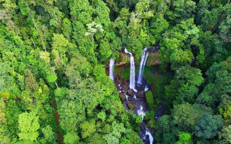 Diamante Waterfall & Cave Overnight Adventure in Costa Rica