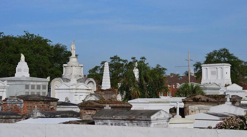 Walking Tour of St. Louis Cemetery in New Orleans