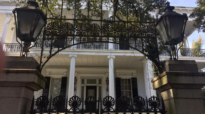 Walking Tour of the Garden District in New Orleans