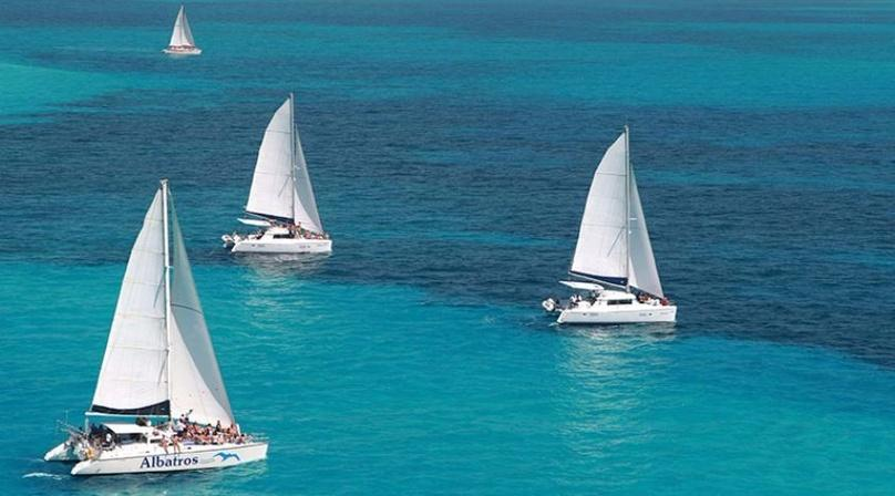 Full-Day Sailing Adventure on the Mar to Isla Mujeres
