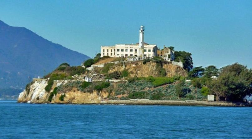 Alcatraz Night Tour with Bike Rental and Lunch
