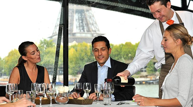 Etoile Boat Cruise with Dinner in Paris