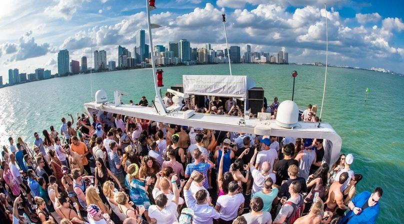 Miami Party Boat&Nightclub Package