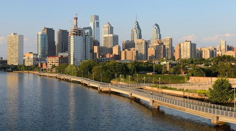Delaware River & Race Street Pier Running Tour in Philadelphia