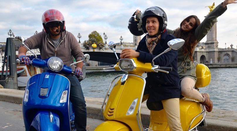 Sightseeing Scooter Tour of Paris Monuments