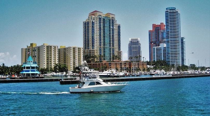 90 Minute Sightseeing Boat Cruise in Miami