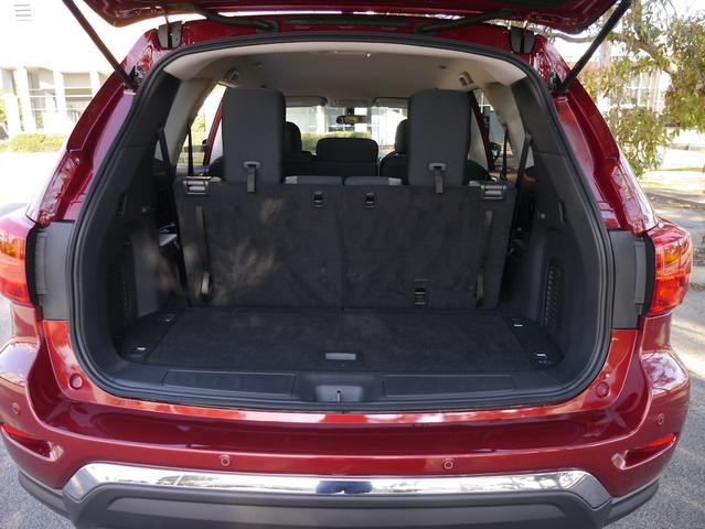 2017 Nissan Pathfinder ST AWD Review | Huge Space, Comfort, And