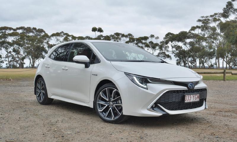 Toyota Corolla ZR Hybrid 2018 new car review