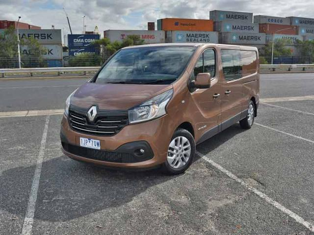 2017 Renault Trafic Crew Review | Commercial Van-cum-People