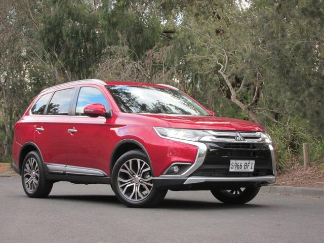 2016 Mitsubishi Outlander Exceed DiD Review - Seven Seats And Filled