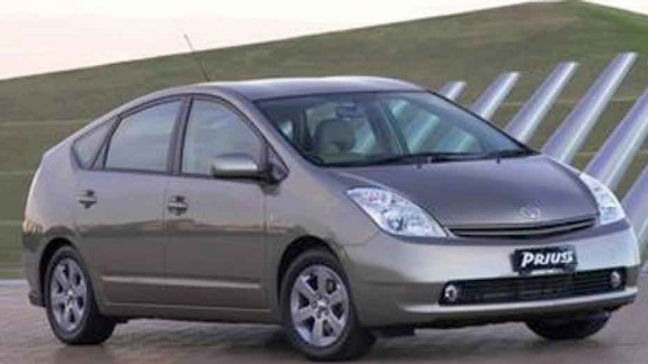 Toyota to fix Prius overheating problem