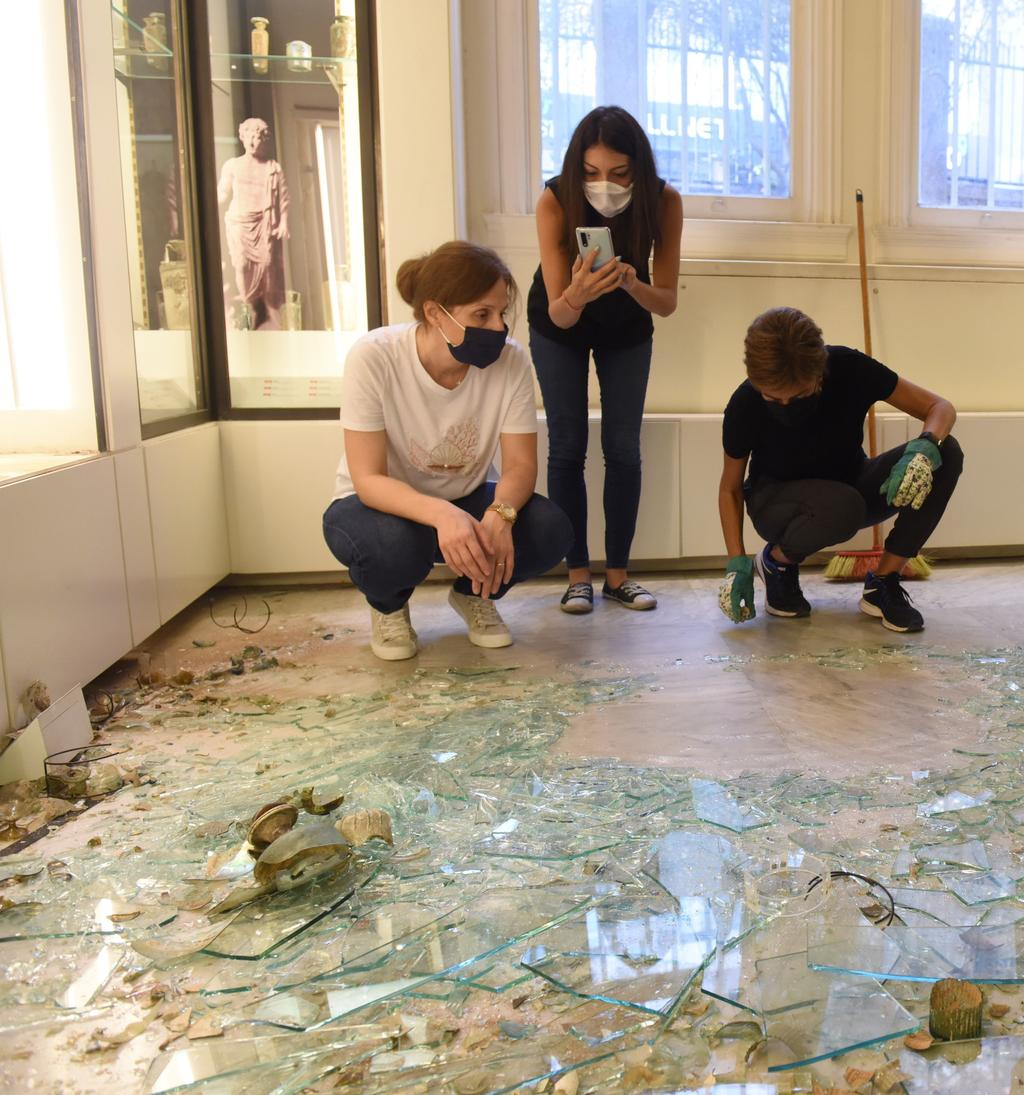 1.Beirut Glass Project - assessing the damage after the removal of the case.jpg