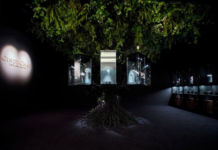 CINTY CHAO The Art Jewel 於2019 Masterpiece London倫敦大師傑作展延續「生命之樹 (Tree of Life)」裝置藝術概念呈現全新Black Label 大師系列作品.jpg
