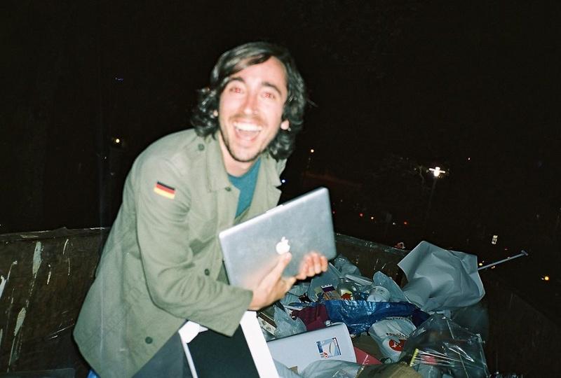 dumpster-dive-found-macbook.jpg