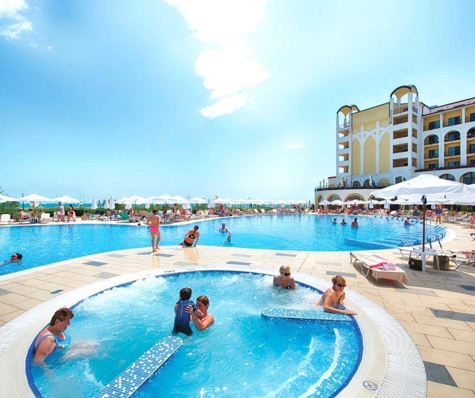 Relax at Hotel RIU Palace Maldives All Inclusive