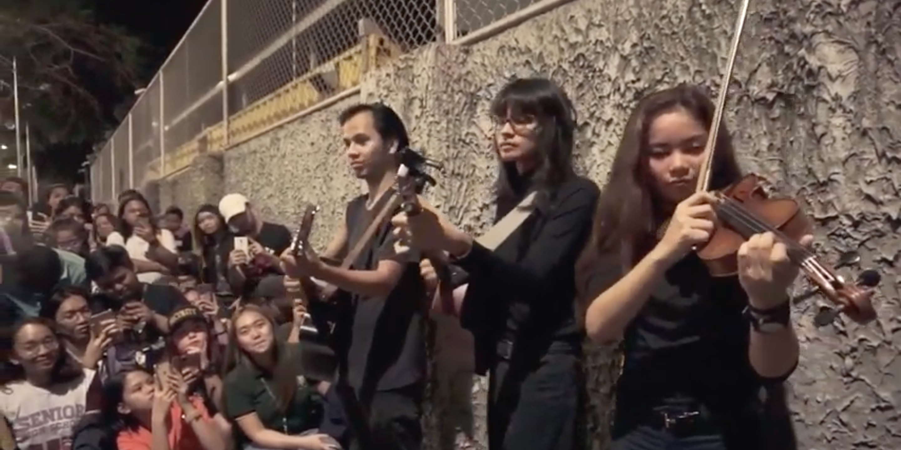 Unique surprises fans in busking gig with Martin Riggs  – watch