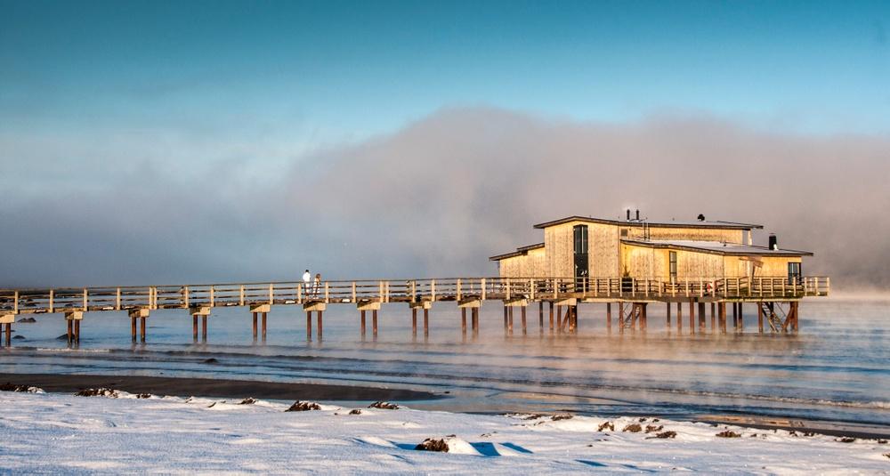 Hotel Skansens Kallbadhus en vinterdag.