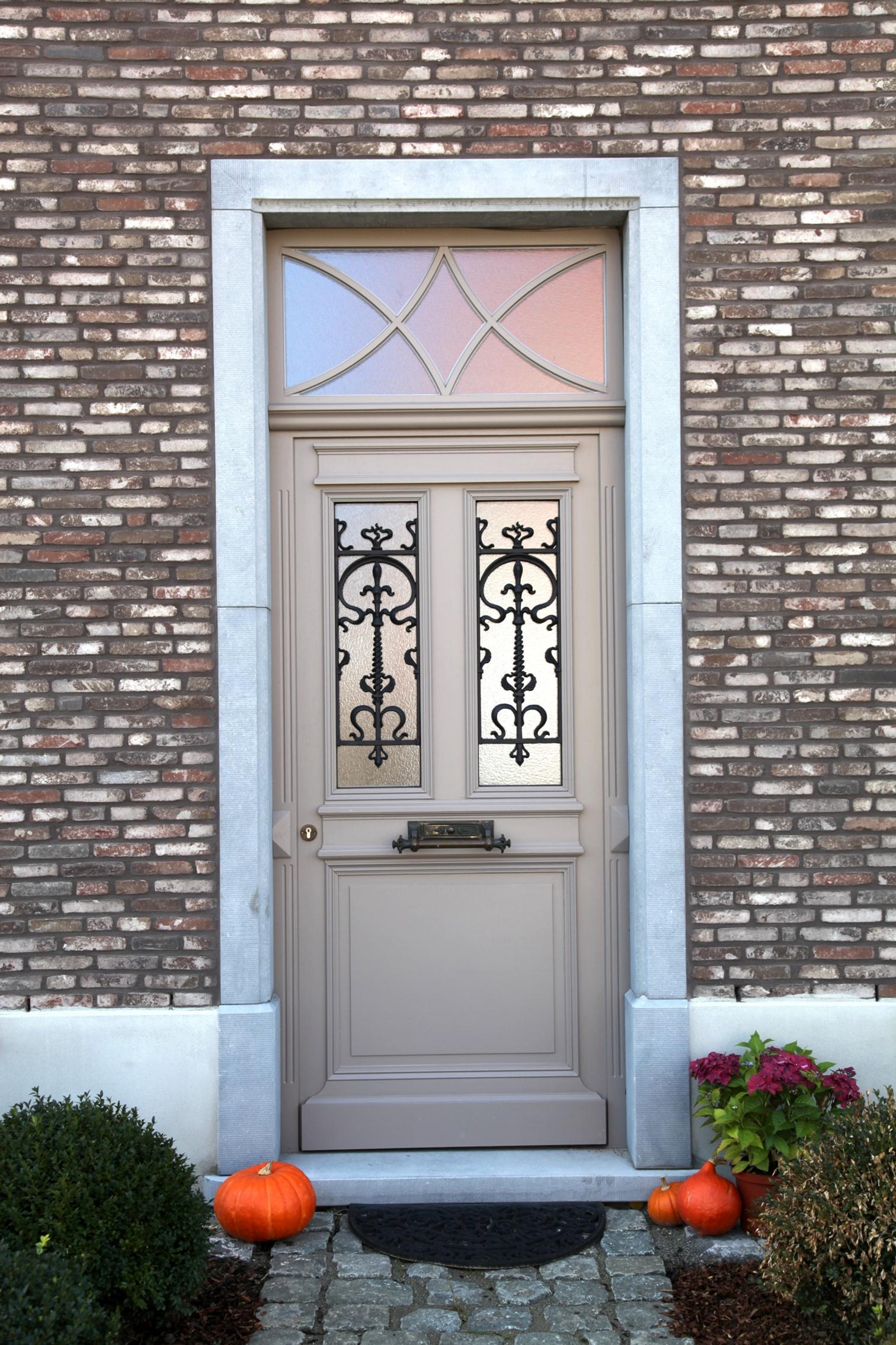 Klassieke deur met rooster