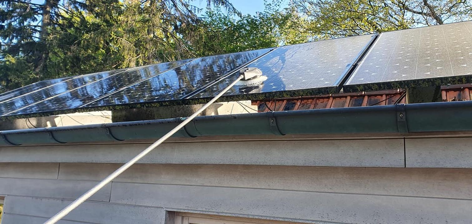 Reinigen van daken, zonnepanelen en gevels