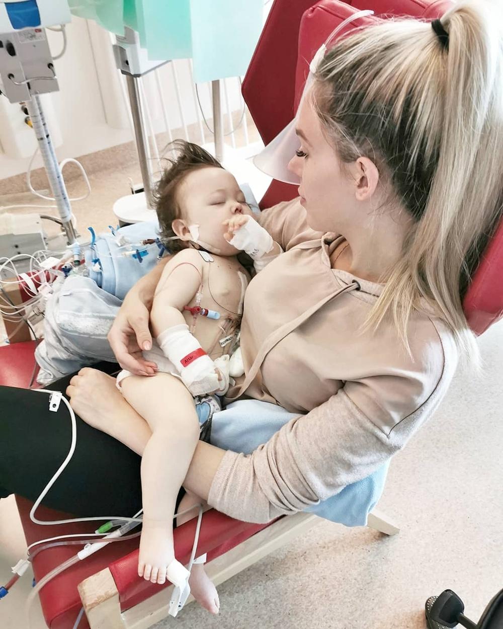Sara Leffler med sitt hjärtebarn Hailey