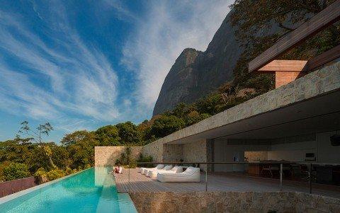 Luxury-Villa-in-Brazil-by-Studio-Arthur-Casas-975x613
