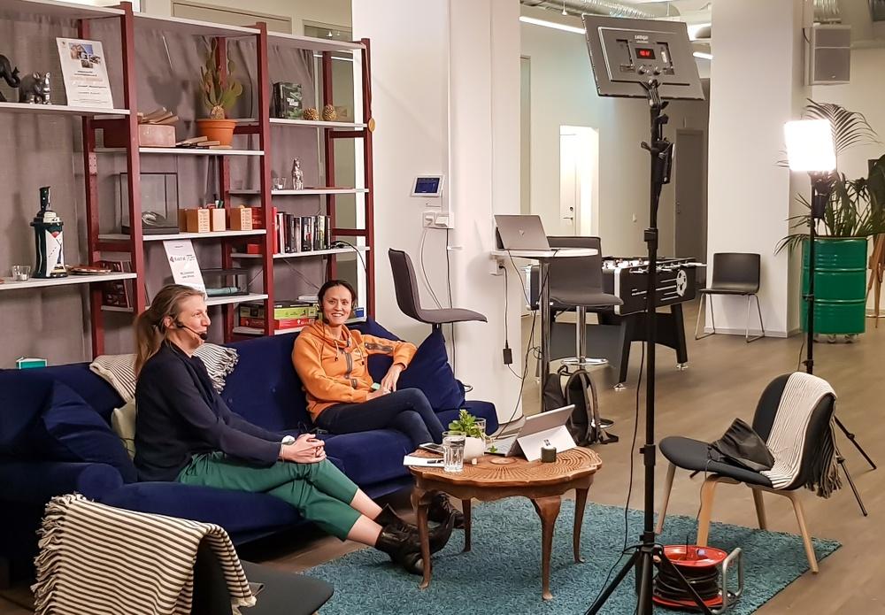 Maria Hellström och Ann Sandström i livesändning från Kvadrats kontor i Stockholm.