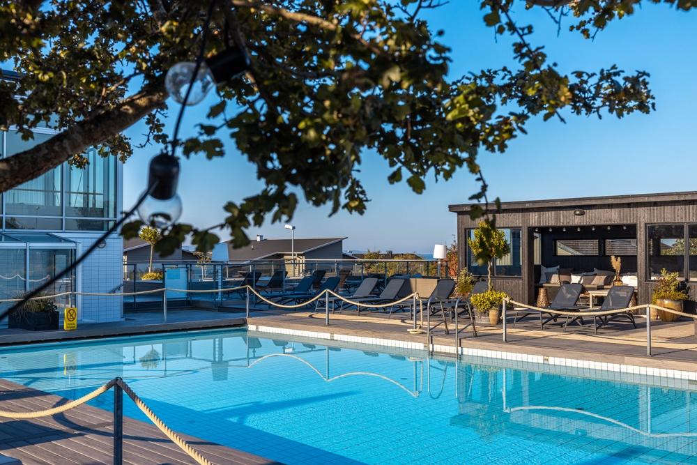 Outdoor pool. Photo: Anders Karolyi