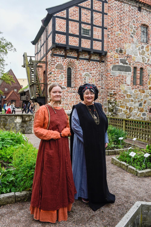 Volontärerna Erika Johansson (till vänster) och Agneta Jönsson (till höger). Foto: Viveca Ohlsson, Kulturen