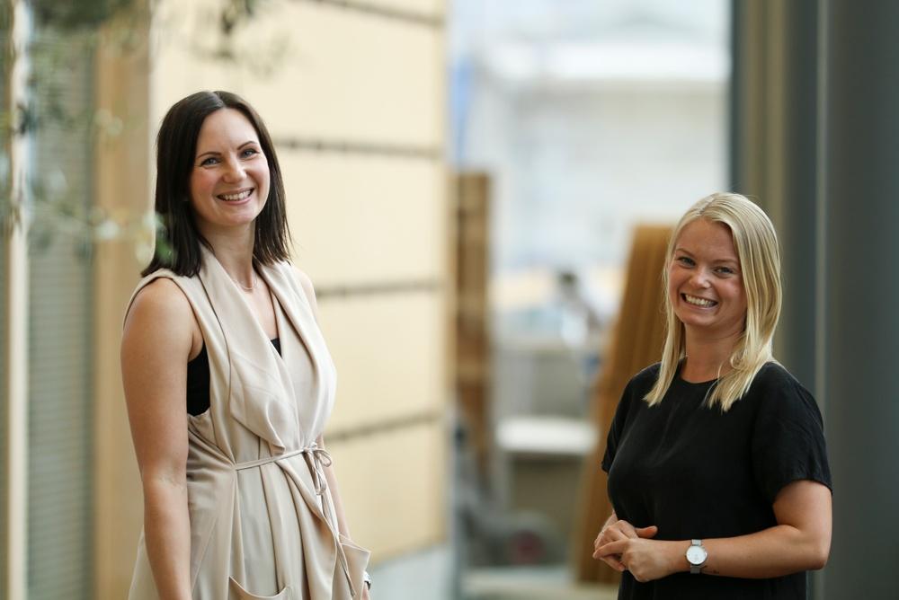 Maria Göransdotter Lindén och Nana Björnberg, projektledare för Årets unga ledande kvinna